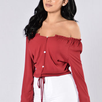 Lady in Waiting Top - Burgundy
