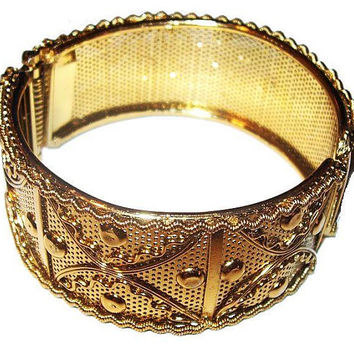 "Gold Mesh Cuff Bracelet Raised Relief Repousse Hinged 1 1/4"" W Vintage"