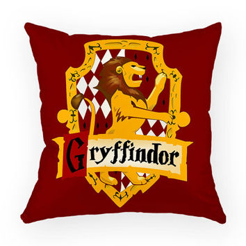 Harry Potter Gryffindor Hogwarts House Lion Crest JK Rowling Book Movie Godric Ron Weasly Hermione Granger Sofa Throw Pillow Case Cover Set
