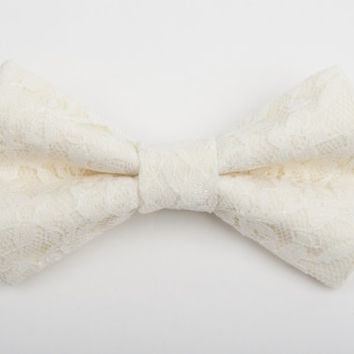 Ivory lace bow tie, cream lace bow tie, Lace bow tie, ring bearer outfit, boys bow tie, toddler bow tie, men's bow tie, rustic wedding