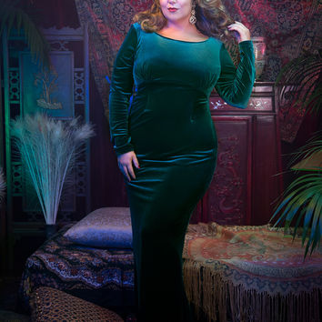 Laura Byrnes California Plus Size Beatrix Gown in Emerald Green Velvet