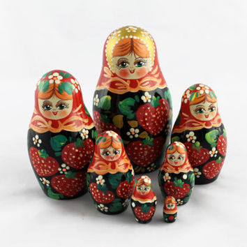 Matryoshka Russian Nesting Doll Babushka Beautiful Strawberries Set 7 Pieces Pcs Hand Painted Handmade Souvenir Gift Handicraft Craft