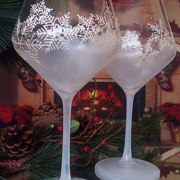 Crystal Set Of 2 Hand Painted Wine Gles Snowflakes Christmas Winter Theme In Pearly White Color