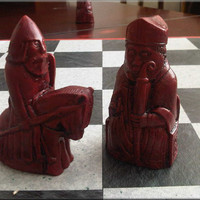 Isle of Lewis Chess Set with rare Toothy Berserker - Antique Red & Aged Sandstone