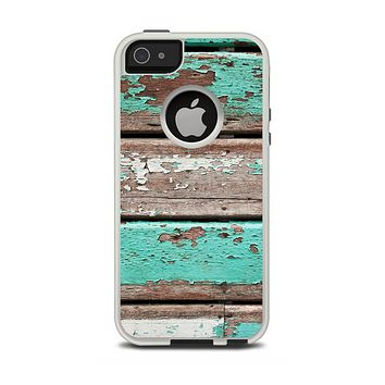 The Chipped Teal Paint On Wood Apple iPhone 5-5s Otterbox Commuter Case Skin Set