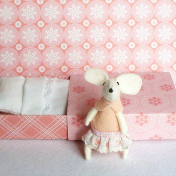 $22.08 Pink Felt mouse in matchbox bed by atelierpompadour on Etsy