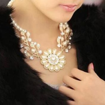 ZOSHI 2017 New Fashion Imitation Pearl Rhinestone Flowers Leaves Gold Color Metal Statement Necklace Women Jewelry For Gift