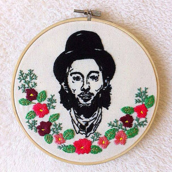 Thom Yorke embroidery hoop art/Radiohead singer stitching/floral embroidery