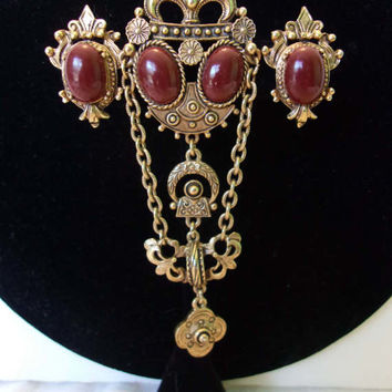 Florenza Victorian Revival Fleur De Lis Gold Plate Carnelian Cabochon Badge Brooch Pin Earrings Set