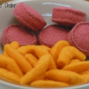 Felt Food Macaroni & Cheese with Hot Dog Slices WOOL BLEND