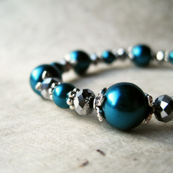 Teal Pearl Bracelet. Dark Turquoise and Silver Crystal Bracelet. Bridesmaid Jewelry. Elegant Elastic Bracelet. Jewel Tone Wedding.