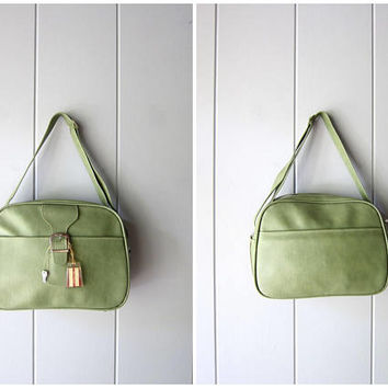 Vintage 60s Pale Green Travel Bag Large Vinyl Shoulder Bag Train Case Retro Carry On Luggage Suitcase Weekender Bag 1960s Hipster Bag