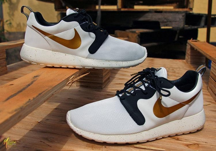 buy online 78c09 41ae4 n047 - Nike Roshe Run (Gold Trophy) from shopzaping.com   Track