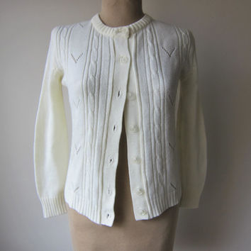 50s Creamy White Ivory Cable Knit Lightweight Cardigan Sweater w/ Textured Clear Plastic Buttons -- Size 34