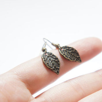 Vintage Style Leaf Dangle Earrings - Bridesmaids Gift Idea - Bridal Jewelry - C0036