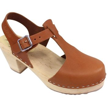 Lotta From Stockholm High heel T-Bar Closed Toe Clogs in Tan Leather