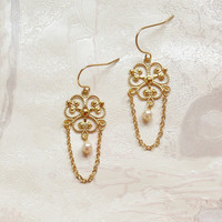 Elegant pearls earrings with delicate filigree