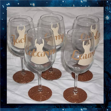 Bridesmaid Dress with Name glitter glasses * wedding glasses * bridesmaids glasses * birthday glasses * bride's wine glass
