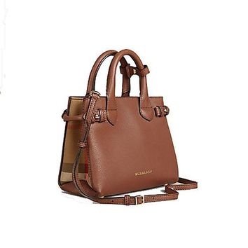 DCCKIX5 Tote Bag Handbag Authentic Burberry The Baby Banner in Leather and House Check Ink Tan Item 40140781