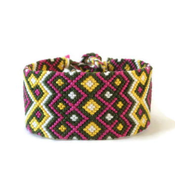 "wide, tribal friendship bracelet, unisex macrame wrist cuff, knotted fiber bracelet ""Indian pattern"" 16, 5 cm (6,5 inches)"