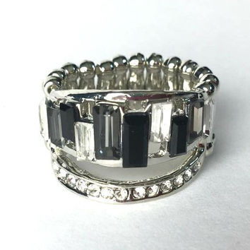 PAPARAZZI Stretch Band Ring in Silver With Rhinestones in Black and Clear