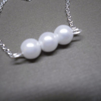 Three Pearl necklace, with a silver chain