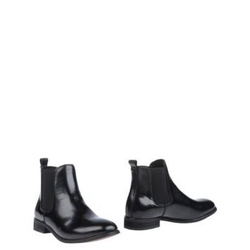 SHOE THE BEAR Ankle boot - Footwear D | YOOX.COM