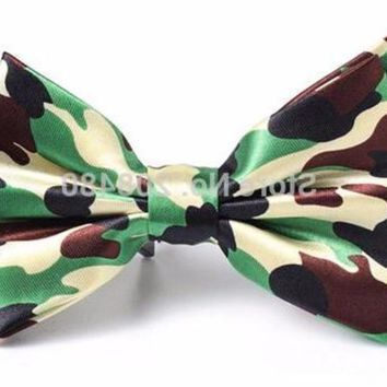 Mens Green Camo Tied Bowtie Party Tie