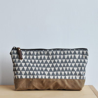 LARGE OBLONG POUCH - grey triangle/waxed