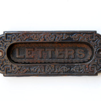 FREE SHIPPING Vintage Antique Small Victorian Cast Iron Letter Door Slot ET754