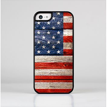 The Wooden Grungy American Flag Skin-Sert Case for the Apple iPhone 5c