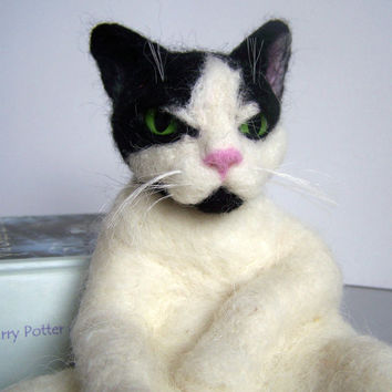 Needle felted cat, custom portrait of your pet-Neddle felted cat- wool sculpture animal-Soft sculpture-Collectible artist animals