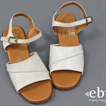 White Sandals Kid's Vintage Children's Vintage Girl's Vintage Leather Sandals 1970s Sandals White Shoes White Leather Shoes Peep Toes Size 5
