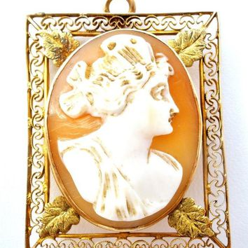 Cameo Pendant Brooch Victorian 10K Yellow Gold