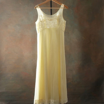Pastel Yellow Gown and Robe Fluffy and Soft size Medium Vintage Bridal Set