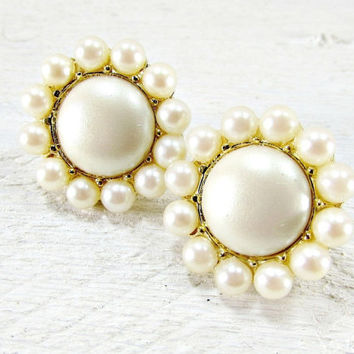 Vintage Ivory Pearl Flower Earrings, Bead Cluster Earrings, Clip-on Earrings, 1950s Vintage Costume Jewelry, Mother of the Bride Jewelry