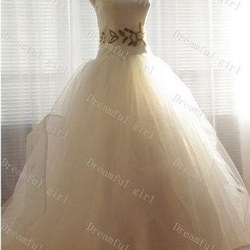 Sweetheart sleeveless floor-length tulle with pearls sash wedding dress
