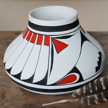 Large White Polychrome Olla by R Galvan, Mexican Pueblo Pottery Mata Ortiz Casas Grandes, Native American Mimbres Feathers Folk Art Pot