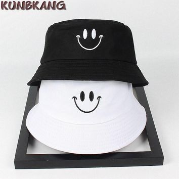 New Couple Fashion Smile Bucket Hat Cotton Embroidery Outdoor Fishing Sun Hat Men Women Sports Casual Visor Panama Bucket Cap