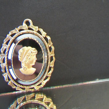 Hematite Mirror Cameo Pendant Ornate Classic Costume Jewelry Black Gold Tone Fashion Accessories For Her