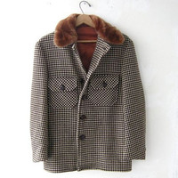 STOREWIDE SALE... 70s wool coat. brown checkered coat. winter coat.
