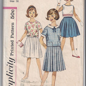 Simplicity 3809 Pattern for Girls' Pleated Skirt, Overblouse in 2 Lengths with Detachable Collar & Cuffs, Size 14, From Early 1960s