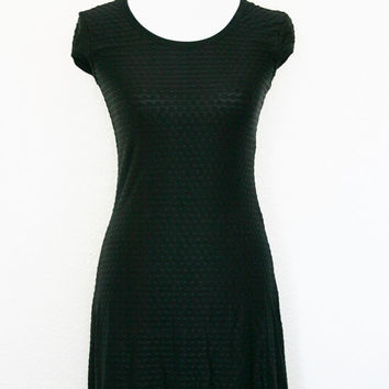 90s Slinky Black DRESS / cap sleeve dress / textured pattern dress