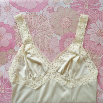 "french maid company lacey full slip . s + m label reads 32"" . honeymoon . vintage lingerie . lace . negligee . ooh la la nightdress"