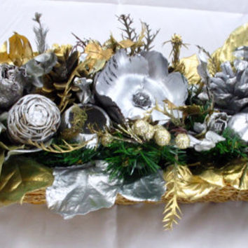 Beautiful Gold and Silver Christmas Dry Flower Arrangement Centerpiece