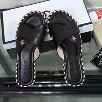 Chanel : Cross woven color leisure flat bottomed sandals