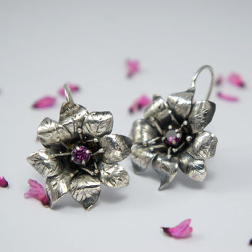 Sterling silver flower earrings with pink rhodolite garnet gemstone - nature fine jewelry - gift for her - spring blossom