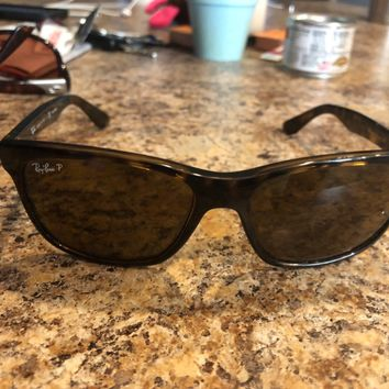 Ray Ban sunglasses polarized lenses. No scratches! Tortoise shell frames.