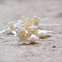Bridal party flower & pearl dangles Bridesmaid Earrings Silver blossom earrings Bridesmaid Jewelry Wedding Party Jewellery Bridemaids Gifts