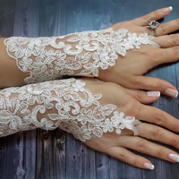 White Wedding Gloves, Bridal Lace Gloves, Fingerless gloves, Floral Wedding Gloves, Free Shipping, Bridal cuff